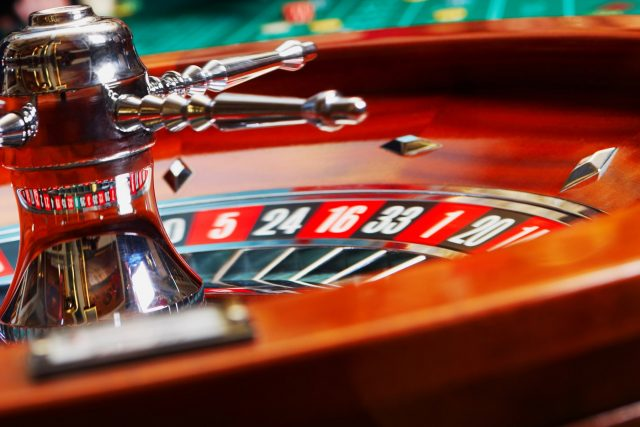 Tremendous Easy Methods To Handle Your Additional Online Poker